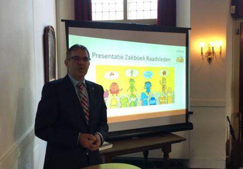 We zijn weer begonnen! Komkommertijd voorbij... Presentatie Zakboek Raadsleden | Peter van den Berg 3